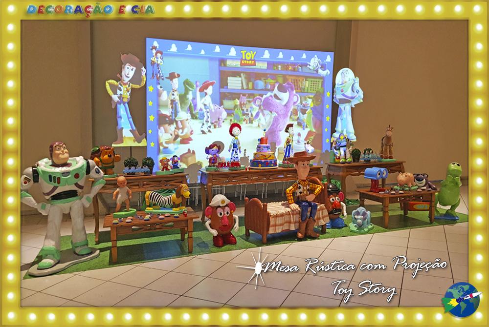 Rústica Toy Story com Projeção Mapeada